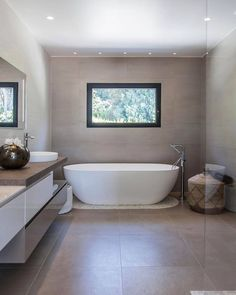 The Disenia box doccia Oval bathtub and the Cubik by Idea bathroom furniture in an elegant project in Côte d'Azur, developed by Carreau Concept Vallauris for a private client in Biot. House Bathroom, Bathroom, Warm Bathroom, Small Bathroom, Modern Bathtub, Bathroom Decor, Bathroom Shower, Bathroom Design, Steam Showers Bathroom