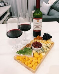 Think Food, Love Food, Charcuterie Recipes, Party Food Platters, Brunch, Home Meals, Pub Food, Romantic Dinners, Aesthetic Food