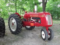 Antique Tractors, Vintage Tractors, Old Tractors, Vintage Farm, Classic Tractor, Classic Trucks, Old Farm Equipment, Heavy Equipment, Lifted Ford Trucks