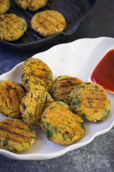 Spinach Quinoa cutlets or quinoa burger or quinoa patties or quinoa cakes with dipping sauce.