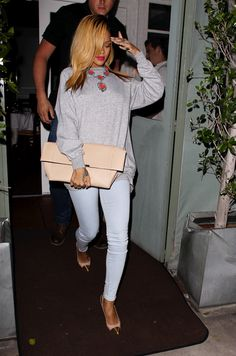 One of the rare outfits of Rhianna's that i actually like