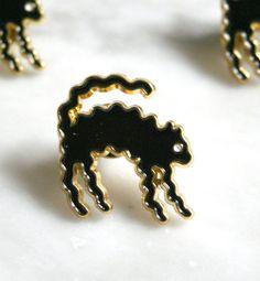 Wavy Cat Pin by Daniel Zender