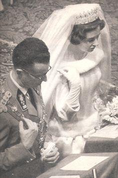 Baudouin et Fabiola (magazine PARIS MATCH 24 décembre 1960 n° 611 page 51). Spanish Queen, Paris Match, Royal Weddings, Beautiful Bride, Wedding Bride, Queens, Fashion, Royals, Royal Jewels