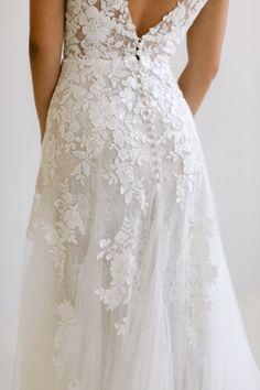 Wedding Dress With Veil, Beautiful Wedding Gowns, Classic Wedding Dress, Dream Wedding Dresses, Designer Wedding Dresses, Chapel Wedding, Formal Wedding, Wedding Day, Wedding Stuff