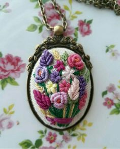 Embroidery Flowers Pattern, Hand Embroidery Stitches, Silk Ribbon Embroidery, Hand Embroidery Designs, Floral Embroidery, Cross Stitch Embroidery, Embroidery On Clothes, Embroidery Jewelry, Embroidery Hoop Art