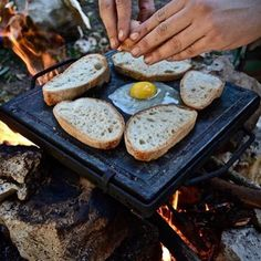 Prison eggs 🍳 New way to enjoy wilderness cooking 👨🍳 This a soapstone, a stone for cook on the fire. With this type of stone you can cook: cheese, fish, meat, eggs and much more! Cooking Over Fire, Bushcraft Camping, Campfire Food, Coffee Photos, Cookie Do, Cookies Policy, Camping Crafts, Apocalypse, Prison