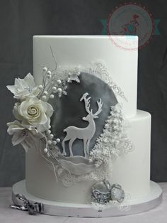 This cake made me think of pure nature. Wildness snow and of course elegance. This cake made me think of pure nature. Wildness snow and of course elegance. Christmas Themed Cake, Christmas Cake Designs, Christmas Cake Decorations, Holiday Cakes, Christmas Cakes, Xmas Cakes, Fondant Cakes, Cupcake Cakes, Winter Torte