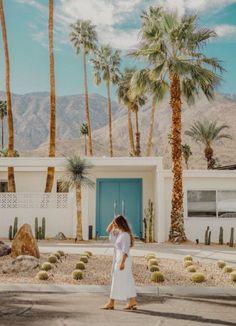Palm Springs photo spot at the blue door Palm Springs Style, Palm Springs California, California Travel, Southern California, Palm Desert, Desert Oasis, Spring Aesthetic, Coachella Valley, Spring Photos