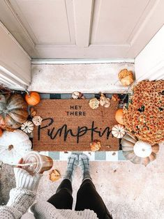 So cute! Love this hey there pumpkin door mat for fall. #frontdoor #falldecor