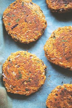 Gluten-free burgers from sweet potatoes - Do it Yourself & More! Baked Burgers, Diet Recipes, Vegan Recipes, Healthy Recepies, Tasty Dishes, Food Inspiration, Sweet Potato, Clean Eating, Food And Drink