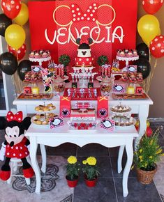 Violeta Glace 's Birthday / Minnie Mouse - Photo Gallery at Catch My Party Minnie Mouse Roja, Minnie Mouse Party, Mouse Parties, Minnie Mouse Decorations, Balloon Decorations, Red Birthday Party, First Birthday Parties, Minnie Mouse First Birthday, Baby Party