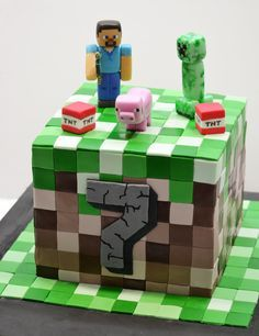 Torta Minecraft - Minecraft World Minecraft Torte, Minecraft Birthday Cake, 6th Birthday Cakes, Ideas Minecraft, Mine Craft Party, Mindcraft Cakes, Cupcakes Decorados, Cakes For Boys, Party Cakes