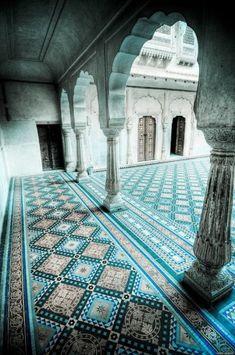 Wir haben in unserem neuen Artikel viele wunderschöne Beispiele für Marokkanische Fliesen zusammengebracht. Sie sind bunt, cool und fantastisch!