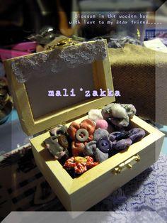 A box of little flower ~ handmade fabric decorative magnet