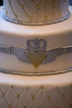 Claddagh wedding ring cake - Dunafon Castle Wedding in Colorado: Rachel + Connor