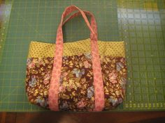 6Pocket Tote by NormanAntiques on Etsy | Shari's Quilts