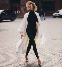Fashion Tips Modest Love this black and white casual outfit.Fashion Tips Modest Love this black and white casual outfit. Dressy Outfits, Chic Outfits, Fall Outfits, Fashion Outfits, Womens Fashion, Fashion Tips, Fashion Trends, Fashionable Outfits, Work Outfits