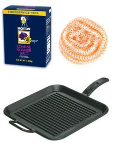 We gave you some tips last Monday in response to a Good Question about cleaning an old, crusty cast iron grill pan Cast Iron Grill Pan, Cast Iron Griddle, Cast Iron Cookware, Cast Iron Cooking, Iron Pan, Griddle Pan, How Do You Clean, Charcoal Bbq, Clean Grill