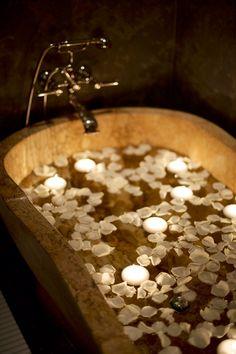 Nice ideas to showcase #bathrooms.  Little bit more romantic, I'll say ;-)