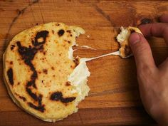 Cheese-stuffed colombian style arepas from Serious Eats ( I have a Spanish teacher friend who loves to cook who needs to try this. Colombian Arepas, Colombian Food, My Colombian Recipes, Costa Rica, Comida Latina, Columbian Recipes, Serious Eats, Latin Food, Naan