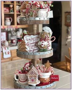 23 Unique And Cool Gingerbread Christmas Home Decoration Ideas * aux-pays-des-fl. Gingerbread Christmas Decor, Gingerbread Decorations, Decoration Christmas, Christmas Centerpieces, Rustic Christmas, Christmas Home, Christmas Holidays, Home Decoration, Pottery Barn Christmas
