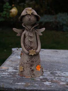 u morkusovic: morkusovic vánoční keramika aneb něco pro svíčky Garden Totems, Garden Sculpture, Pottery Angels, Handmade Angels, Ceramic Angels, Clay Creations, Christmas Angels, Nativity, Fairy