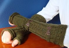 Free knitting pattern for Rangers of Ithilien Gauntlets inspired by Lord of the Rings