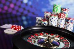 Hazard patologiczny jest jak niewidzialny wróg. Trudno byłoby rozpoznać hazardzistę na ulicy. Jednak ten nałóg pustoszy bardzo sfery duchową i emocjonalną. Niszczy obszary wartości. Sprawdź jak my, w dom-REHAB, zajmujemy się pomocą uzależnionym od hazardu.
