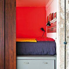 Une chambre cachée par des portes coulissantes