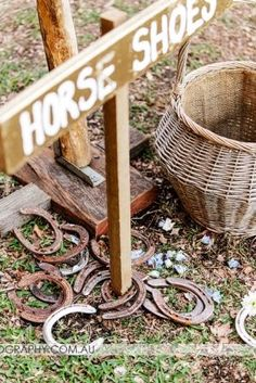 Horse Shoes Lawn Games | Lovebird Weddings #weddingshoes