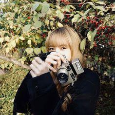 lisa manoban and plants Lisa Bp, Jennie Blackpink, Mamamoo, South Korean Girls, Korean Girl Groups, Lisa Blackpink Instagram, Creative Self Portraits, Blackpink Photos, Pictures