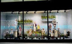 The fashion trend in Spring/Summer 2017 also dominates the retail window display. Accents referring to nature, in most cases leaves – exotic, ordinary, Visual Merchandising, Exotic, Retail, Spring Summer, Seasons, My Love, Green, Nature, Naturaleza