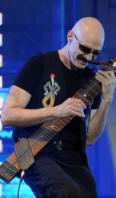Tony Levin - legendary bass player! (King Crimson, Peter Gabriel, Liquid Tension Experiment, others.) Playing the Chapman Stick Guitar.