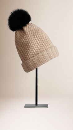 Bonnet en laine et cachemire avec pompon en fourrure (Camel) - Femme    Burberry 849b85aeb64