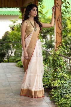 Flaunt Your Linen Saree Look Like Actress Nayanthara Indian Bridal Outfits, Indian Designer Outfits, Indian Dresses, Indian Beauty Saree, Indian Sarees, Saree Designs Party Wear, Kerala Saree Blouse Designs, Saree Trends, Saree Models