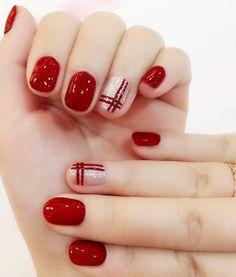 Nail Art Design In Red Color Ideas Whatever your age is, the red nail polish is always a nice choice. The red nails are so versatile that you can wear them for different styles and occasions. Red nail designs are timeless, what can … Red Nail Designs, Short Nail Designs, Acrylic Nail Designs, Acrylic Nails, Cute Christmas Nails, Christmas Nail Art Designs, Red Tip Nails, Natural Gel Nails, Glamour Nails