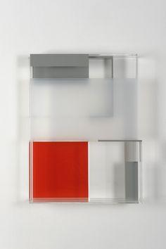 Carré rouge, ligne blanche / Maria Dukers