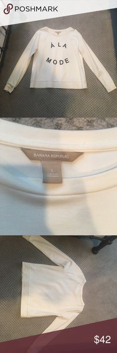 A La Mode banana republic light crew neck Off white light weight Banana Republic crew neck size large only worn twice Banana Republic Sweaters Crew & Scoop Necks