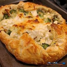 This savory broccoli-cauliflower galette is made with leeks, garlic and ricotta cheese inside a rustic buttery pastry crust. Fish Recipes, Veggie Recipes, Whole Food Recipes, Vegetarian Recipes, Cheese Recipes, Healthy Recipes, Broccoli Cauliflower, Cauliflower Cheese, Recipes