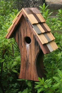 Bird houses give birds a place to set up a nest in your garden adding life and excitement. Wooden bird houses will last for years as attractive living space. Wooden Bird Houses, Bird Houses Diy, Bird House Plans, Bird House Kits, Bird House Feeder, Bird Feeders, Birdhouse Designs, Birdhouse Ideas, Rustic Birdhouses