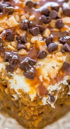 Pumpkin Caramel Poke Cake - Averie Cooks - Food & Drink that I love - Desserts Poke Cake Recipes, Poke Cakes, Thanksgiving Desserts, Holiday Desserts, Easy Fall Desserts, Fall Dessert Recipes, Holiday Cakes, Köstliche Desserts, Delicious Desserts