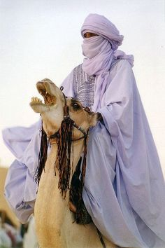 Tuareg man in the Sahara - Libya الطوارق، ليبيا www.magicalarabia.com