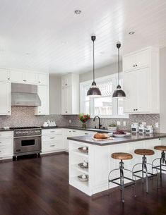 Gorgeous 55 Luxury White Kitchen Cabinets Design Ideas https://bellezaroom.com/2018/02/21/55-luxury-white-kitchen-cabinets-design-ideas/