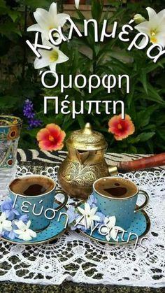 By Éphémeride seasonal calender Tea Cup Set, My Cup Of Tea, Good Morning Coffee, Coffee Break, Coffee Drinks, Coffee Cups, Café Chocolate, Chocolates, Coffee Pictures