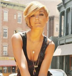 frankie sandford blonde hair I love her hair. If I was going short again I would highly consider this.