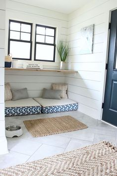new ideas dog crate furniture diy mud rooms Built In Dog Bed, Dog Room Decor, Bed Design, House Design, Dog Room Design, Dog Crate Furniture, Diy Furniture, Furniture Websites, Inexpensive Furniture