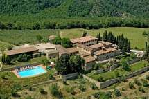 Barberino Val D'elsa Villa Vacation Rental Quercia Al Poggio that sleeps 36 people in 19 bedrooms, located Tuscany, Italy. Lovely Apartments, Vacation Apartments, Vacation Villas, Resort Spa, Italy Travel, Great Places, Photo Galleries, Mansions, House Styles