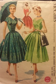 Vintage 1950s McCalls 3528 Dress Size 16 Bust 34 Waist 28 Hip 37  This classic 1954 Missed dress with full skirt includes instructions for Parosols