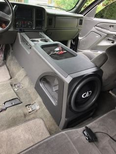 Картинки по запросу subs console lowrider - Custom Car Interior, Truck Interior, Custom Chevy Trucks, Custom Cars, Custom Silverado, Custom F150, Truck Sub Box, Truck Mods, Chevrolet Blazer