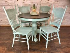 Loving this table and chair set by Jess's Mess Designs! The top was refinished with GF Java Gel Stain while the body was painted in Persian Blue Milk Paint. Refinishing Kitchen Tables, Kitchen Table Redo, Painted Kitchen Tables, Round Table And Chairs, Dining Table Chairs, Round Dining, Furniture Projects, Furniture Makeover, Diy Furniture